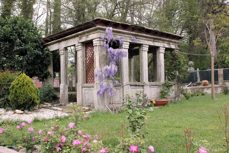 situada en el casco histórico de la villa termal de Cuntis